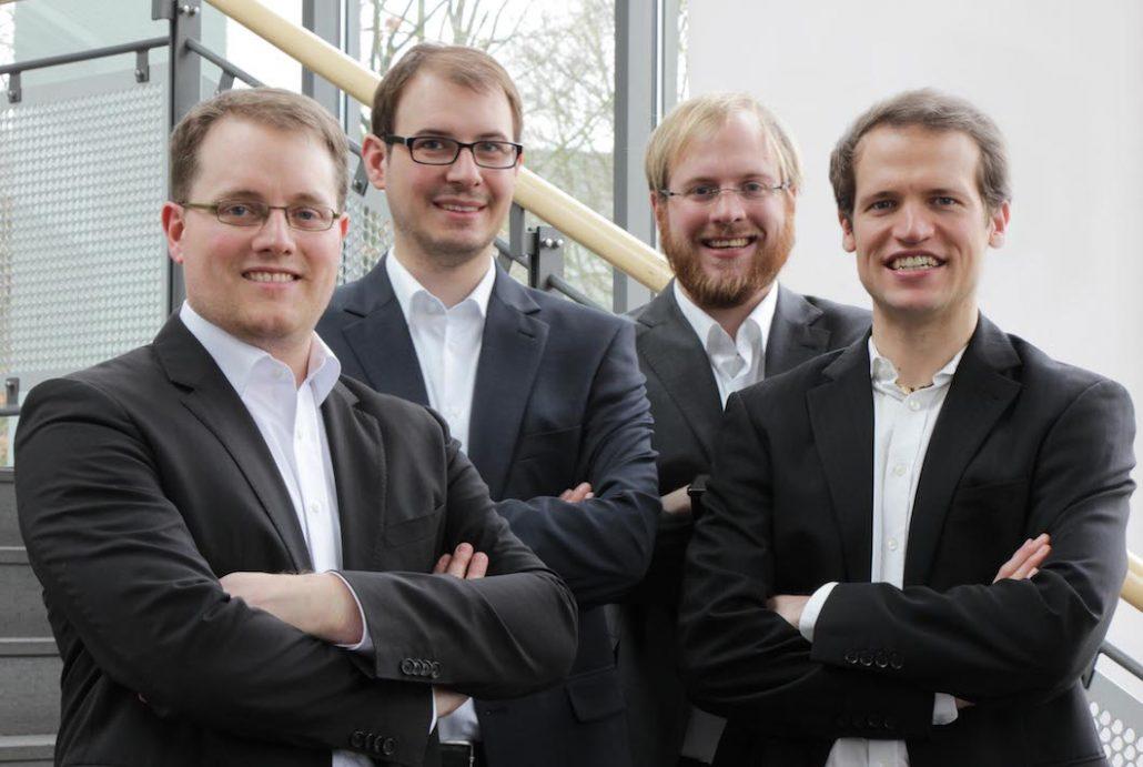 Wir sind ein komplementäres Gründerteam mit Erfahrungen und Know-how in der Mechatronik, Elektrotechnik, Softwareentwicklung und BWL. (v.l.n.r.: Manuel Mikczinski, Frank Ludwig, Tobias Tiemerding und Benny Hartwig. Bild: MiCROW GmbH)