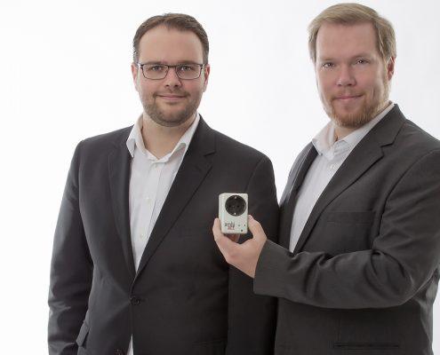 Thomas Frenken (CEO) und Ralf Eckert (CTO) mit ihrer ambiact. (Bild: oldntec)